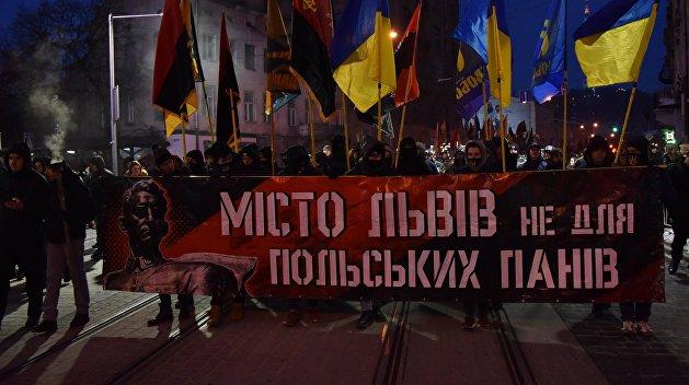 Сколько стоит национализм: Факельные марши и шествия бьют Львов по карману