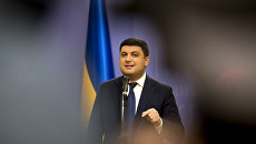 Гройсман гонится за лидером: В премьерство Януковича украинцы зарабатывали больше всего
