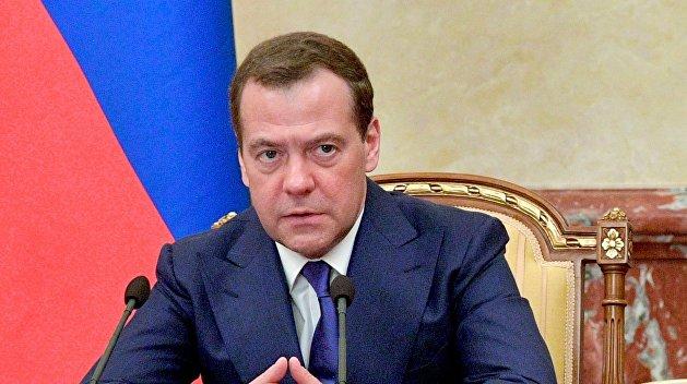 Медведев считает неуместными попытки США и ЕС влиять на отношения газовых концернов России и Украины