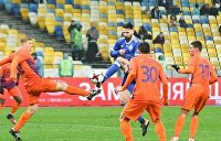 Во время матча «Мариуполь» — «Динамо» ультрас передрались с полицией и оправили Порошенко на Мальдивы