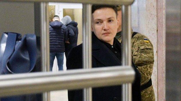 Савченко отметит день рождения с мамой и конвоиром