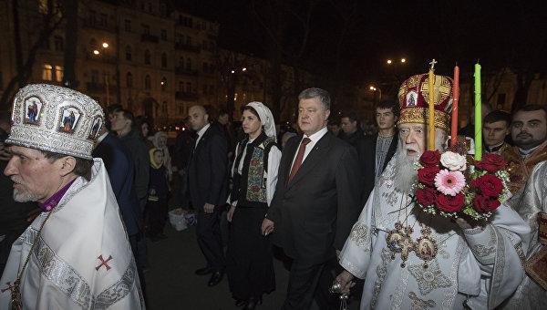 «Беспрецедентное давление на руководство УПЦ»: как Порошенко организует автокефалию