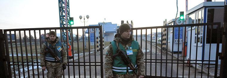 Украинские пограничники не впустили в страну российских ультраправых фанатов из «Белого сектора»
