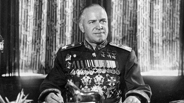 Вандалы пытались снести бюст маршалу Жукову в Харькове