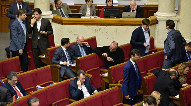 Депутаты вновь обсуждают снятие неприкосновенности с самих себя