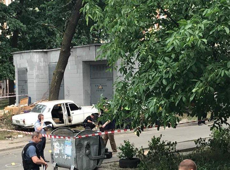 В Киеве на Чернобыльской взорвалась машина, четверо детей ранены