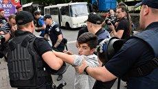 Азаров: Националисты шантажом вынудили отпустить задержанных «побратимов»